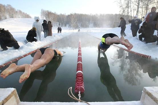 nadar con el agua helada