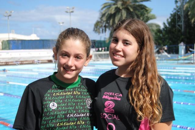 Sara Diaz (izq. CN Ciudad Alta -2004) y Daniela Macías (dcha. CN Las Palmas -2003) Mejores marcas regionales Canarias (MMR